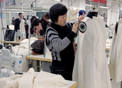 那么服装制版师在服装研发设计和生产制造过程中起到的则是重要