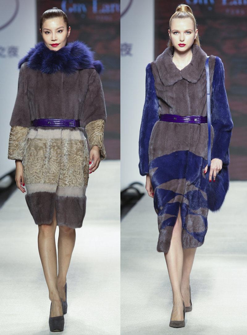 香港皮草厂商凭着超凡的工艺和设计,赋予皮草面料更丰富时尚的形象。随着技术发展和设计理念的变化,皮草时装越来越具有可塑性,无论从面料选取、剪裁技术、还是服饰设计方面,都融入既具有国际时尚特色又适合亚洲审美的设计元素,让皮草打破季节和年龄的界限,带来美好的穿着体验和感受。   下面就跟随我们的镜头来一睹香港皮草之夜的风采吧!   不同长度的时髦束腰外褛、大披肩和背心裙由米、啡和紫色系的水貂、冰岛大理石狐和羔羊皮剪裁而成。条纹对比、圆形或菱形拼贴图案设计让这件皮草活泼灵动;鳗鱼皮制造成的皮带、衫身和修饰细